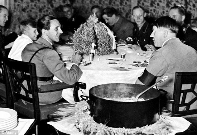 Catadora comida Hitler 2