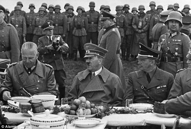 Catadora comida Hitler 3
