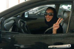 mujer-saudi-manejando_655x438