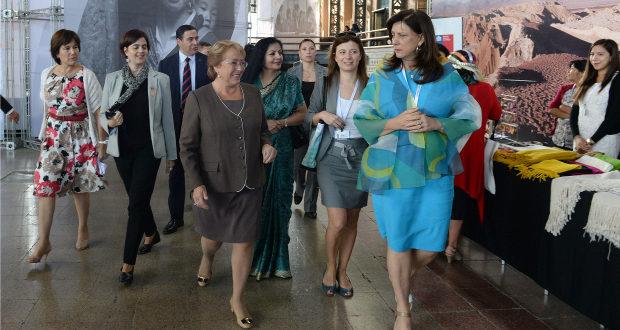 """Bachelet :""""Debemos lograr la igualdad de género en 2030″"""