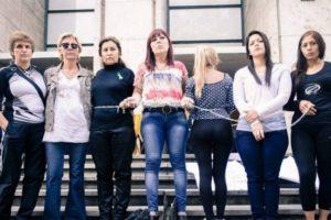 mujeres encadenadas