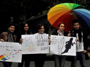 policia-prohibe-carteles-aborto-gays-y-campesinos-actos-del-papa