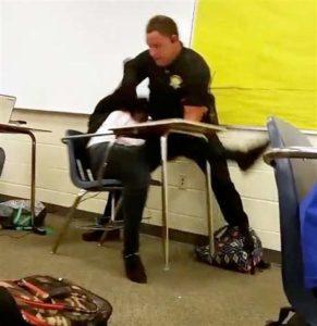estudiante-arresto-en-escuela
