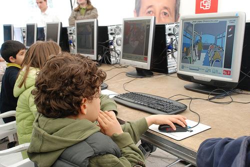 chicos e internet