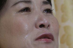 En esta imagen del 4 de septiembre de 2016, la desertora norcoreana Kim llora durante una entrevista en su casa de Gunpo, Corea del Sur. Imagen :/Ahn Young-joon / AP en español