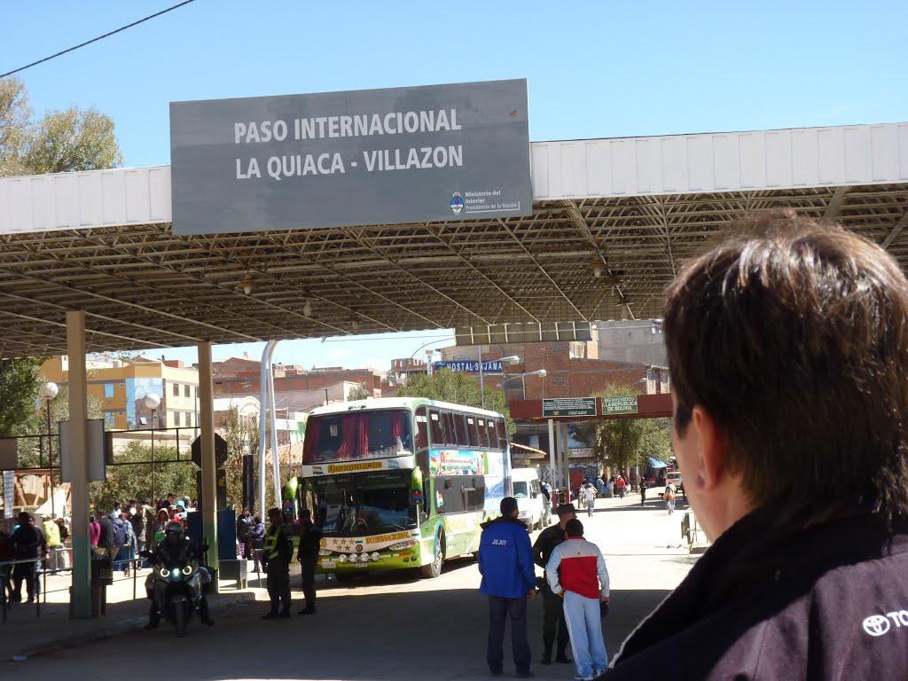 Paso Internacional La Quiaca ( Jujuy Arg.) a Villazón Bolivia Imagen : panoramio.com